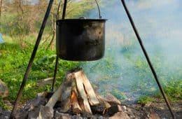 Pot boiling water