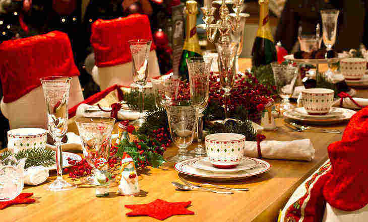 holiday dinner table - how to deal with racist relatives over the holidays