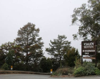 Entrance to Esalen mindfulness centre - Seven days away from my life