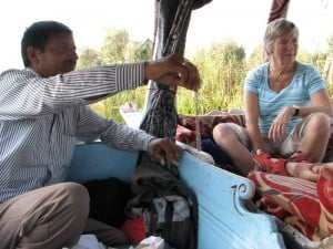 Selling jewellery on Dal Lake
