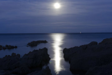 moonlit beach, moon reflected on water