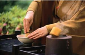 Zen-tea-picking Image crushing tea leaves