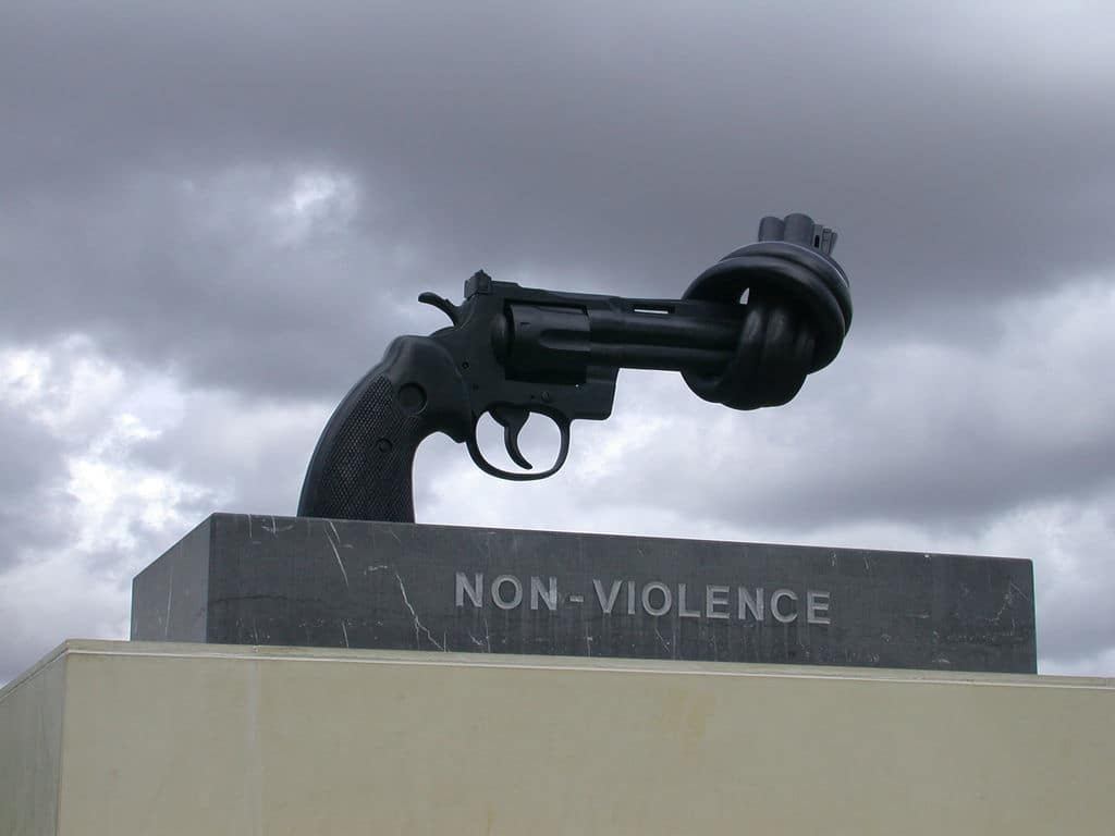 Knotted gun of nonviolence