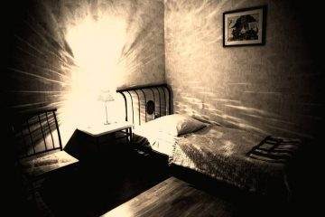 Bedroom with ghostly light - Expect the unexpected
