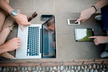 Couple using digital devices - Mindful consumption