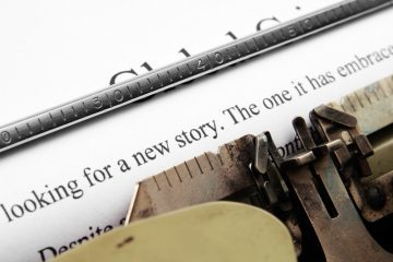 "Typewriter with words ""looking for a new story"""