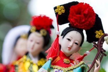 Chinese geisha dolls