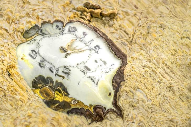 Distorted pocket watch - Timeless awareness