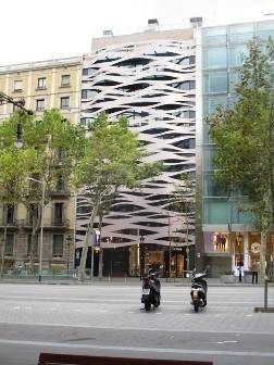 Architecture and motorbikes in Barcelona - The world that is there for us