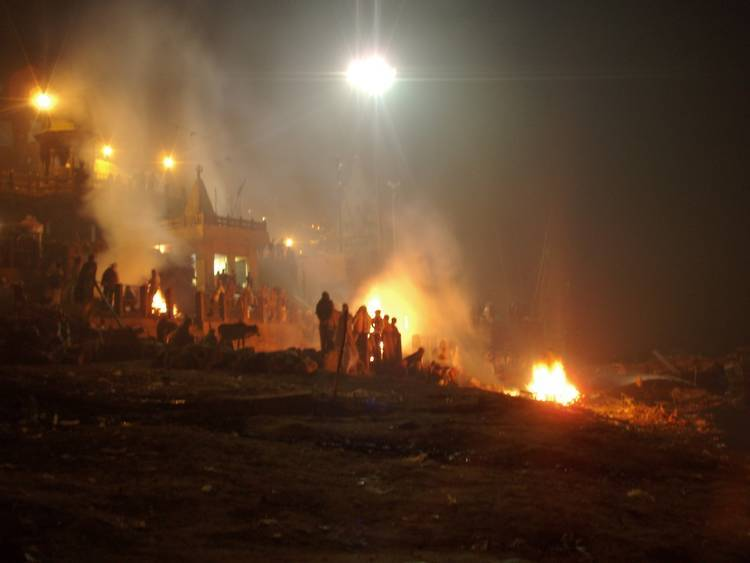 Burning ghats in Varanasi - Unexpected Encounter