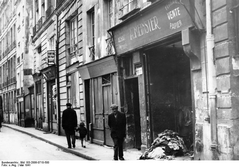 Paris street during the Second World War - Fiction as therapy