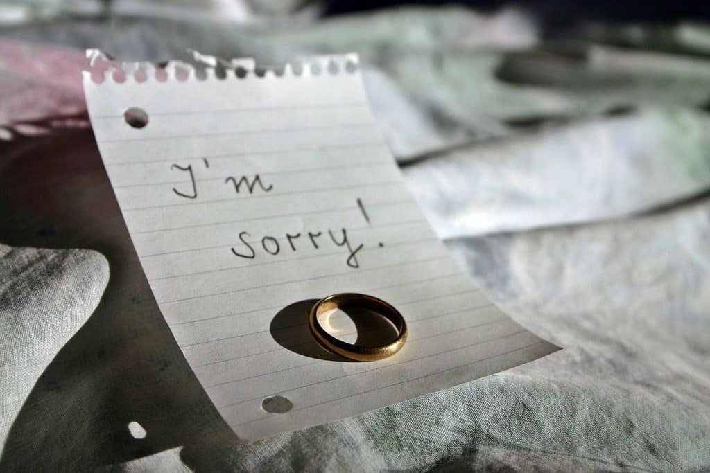 "Note with wedding ring saying ""I'm sorry"""