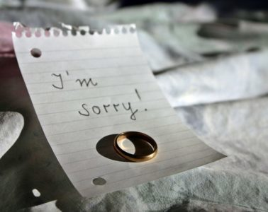 """Note with wedding ring saying """"I'm sorry"""""""