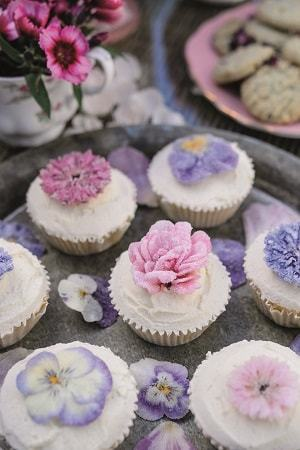 Sealing Flowers For Use In Cakes