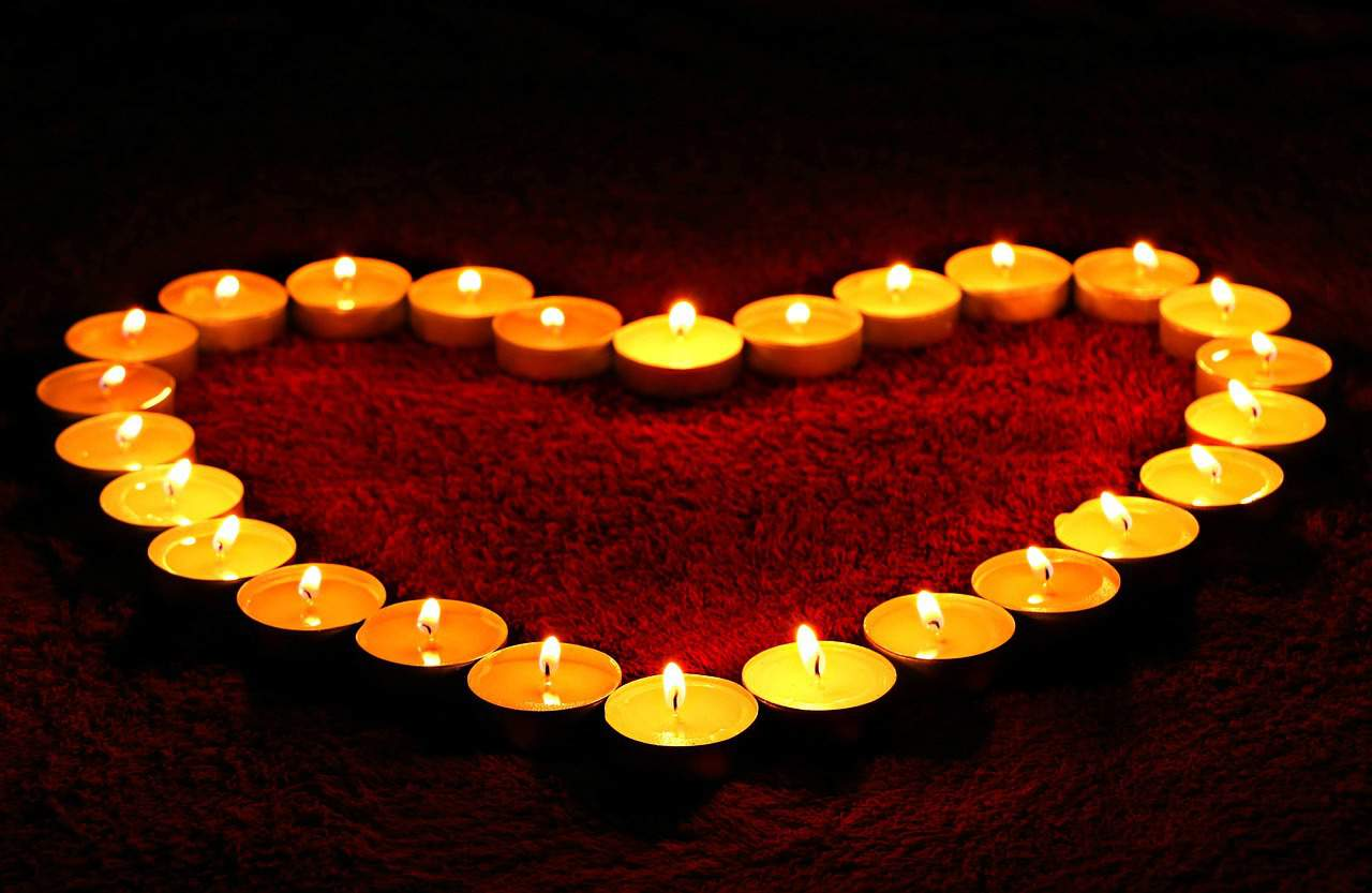 Candles arranged in heart shape on red carpet - I'm sorry and I love you