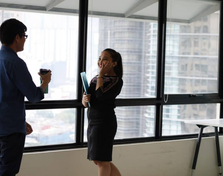 Man and woman talking in office - Four keys to effective listening