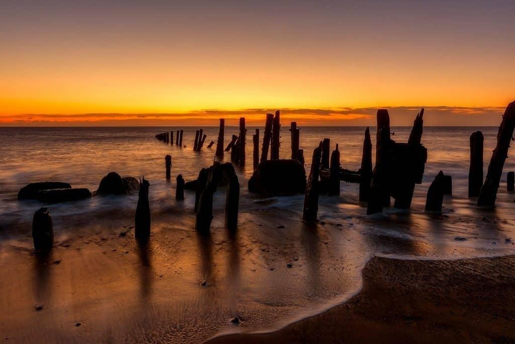 sea ebbing tide