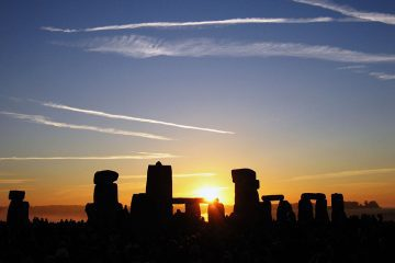 Sunrise at England's Stonehenge - Power places and the master builders of antiquity