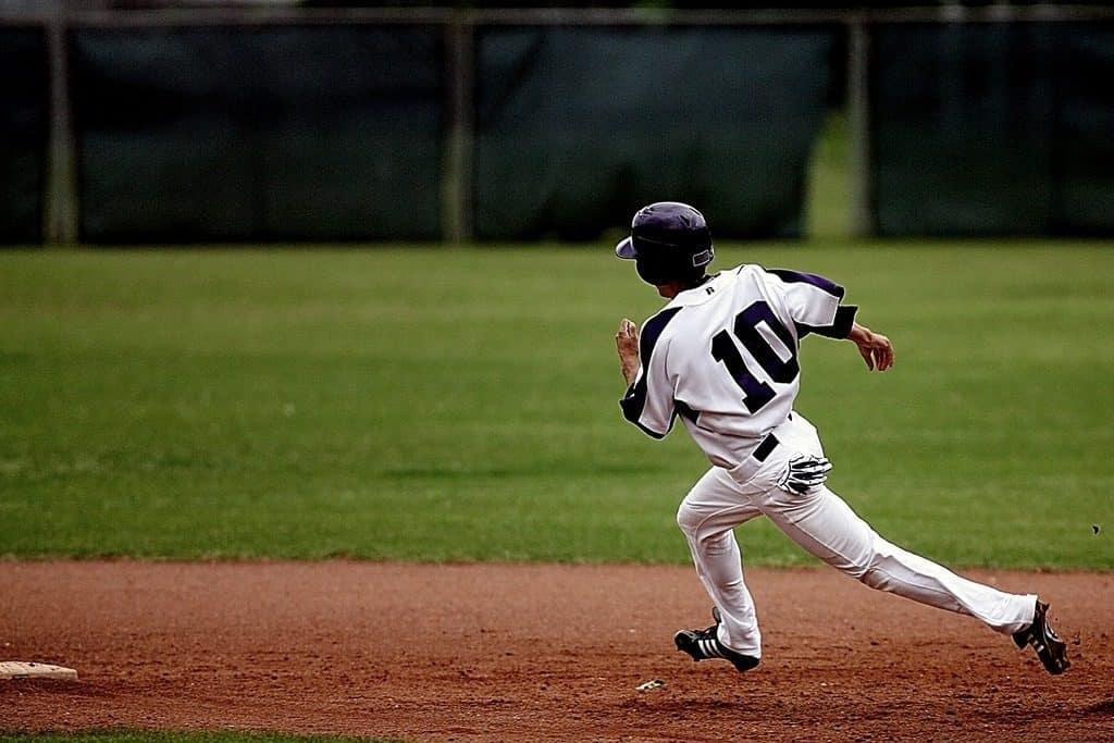 baseball player making a run