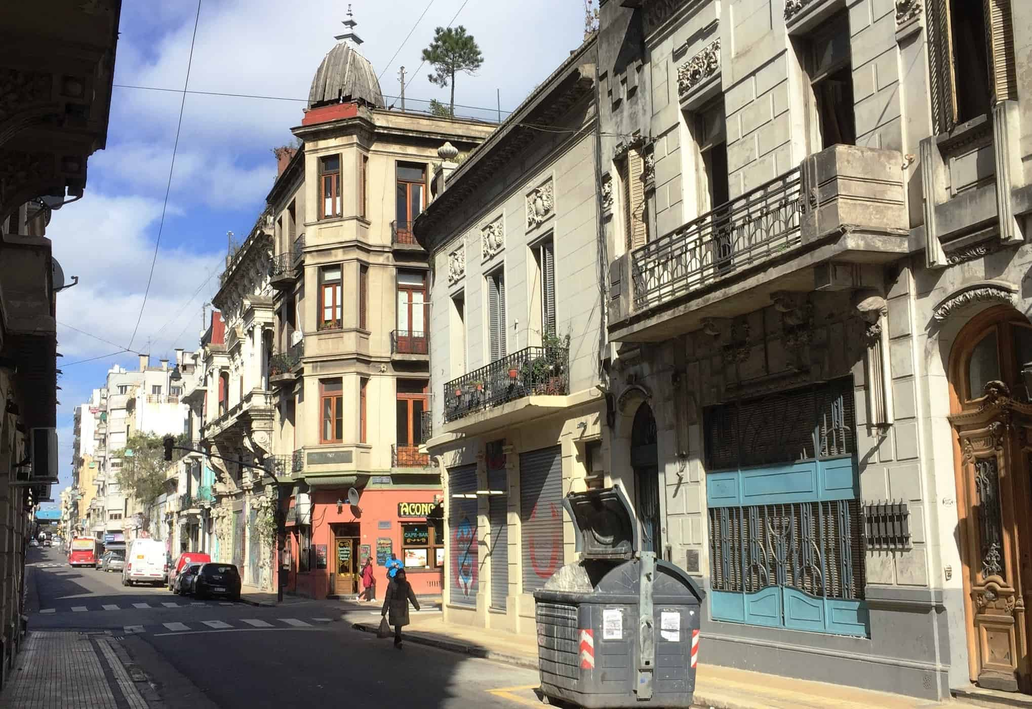 San Telmo street scene - An American in Argentina