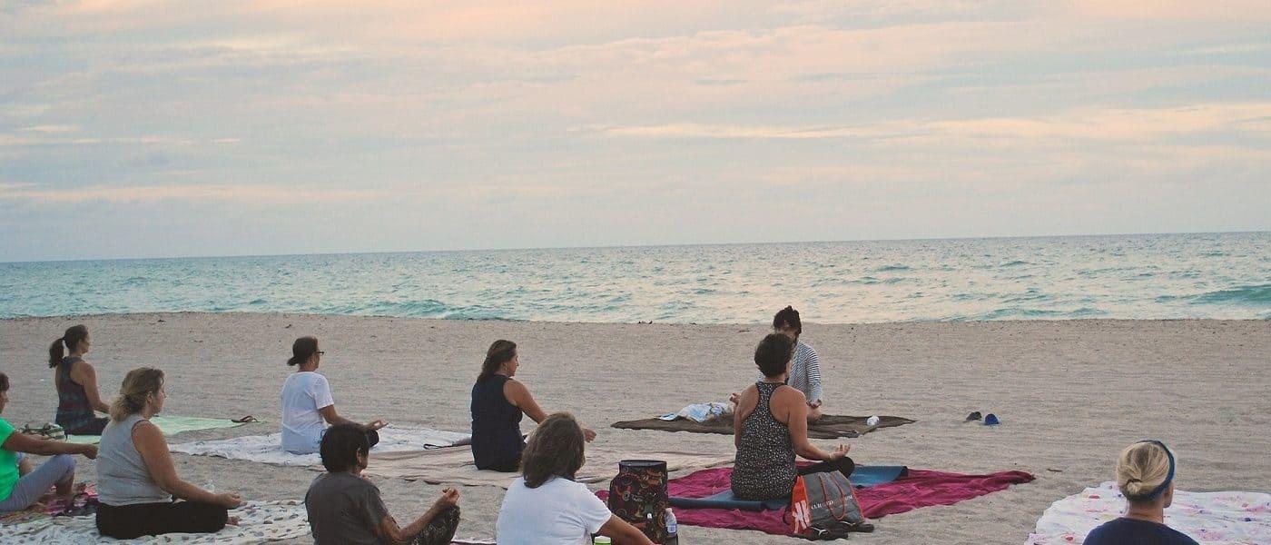 Meditators on beach - The 4 basic stages of meditation practice