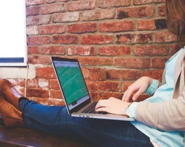 Female digital nomad works on laptop - Courage freedom happiness