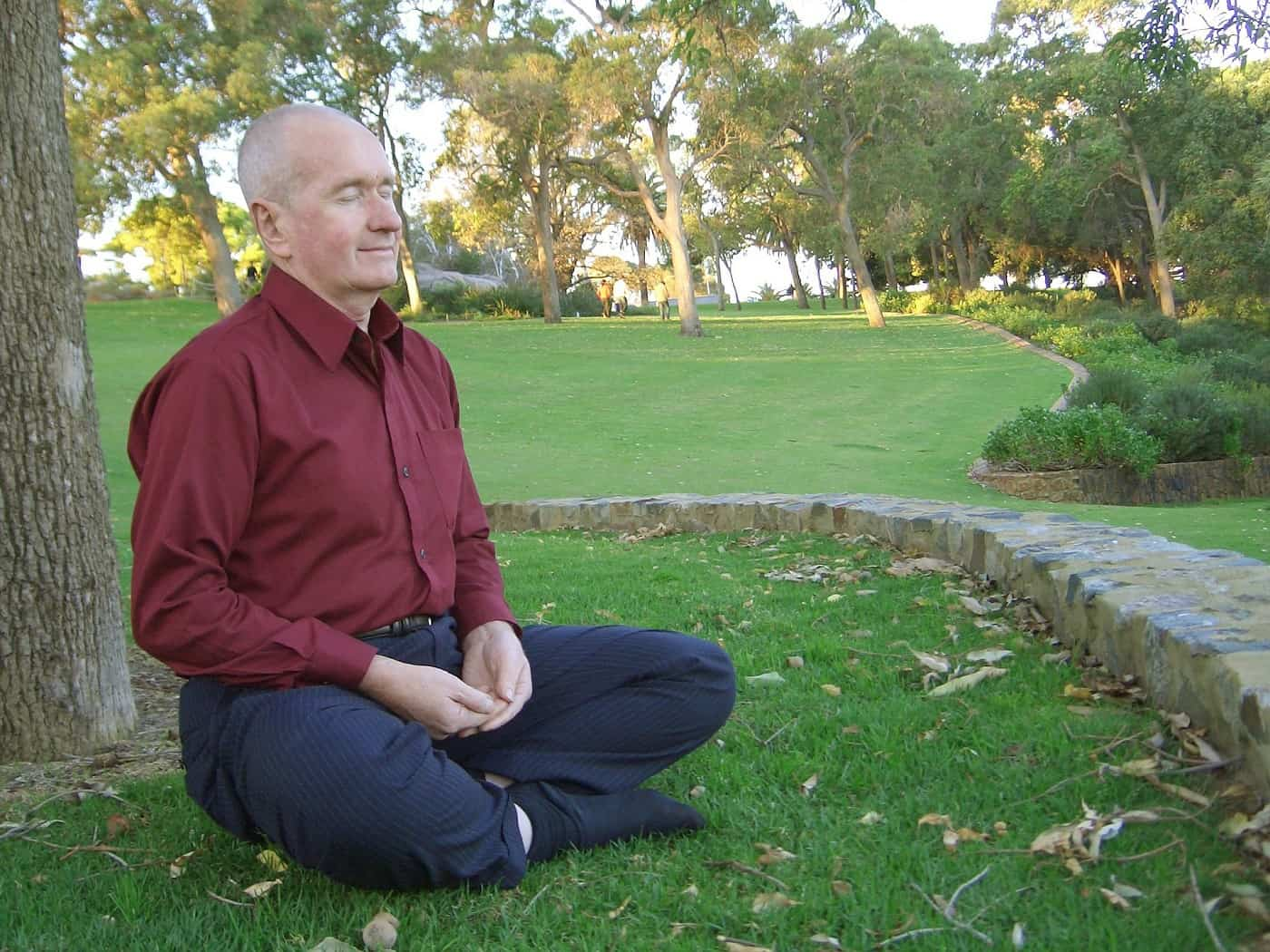 Senior man meditating outdoors - The 4 basic stages of meditation