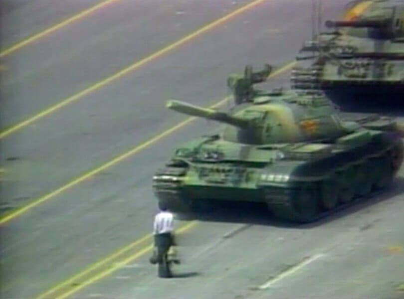Man faces down tanks in Tiananman Square